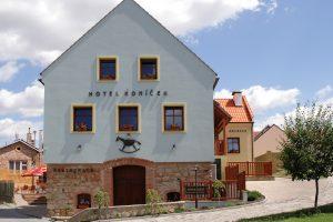 Hotel a restaurace Koníček