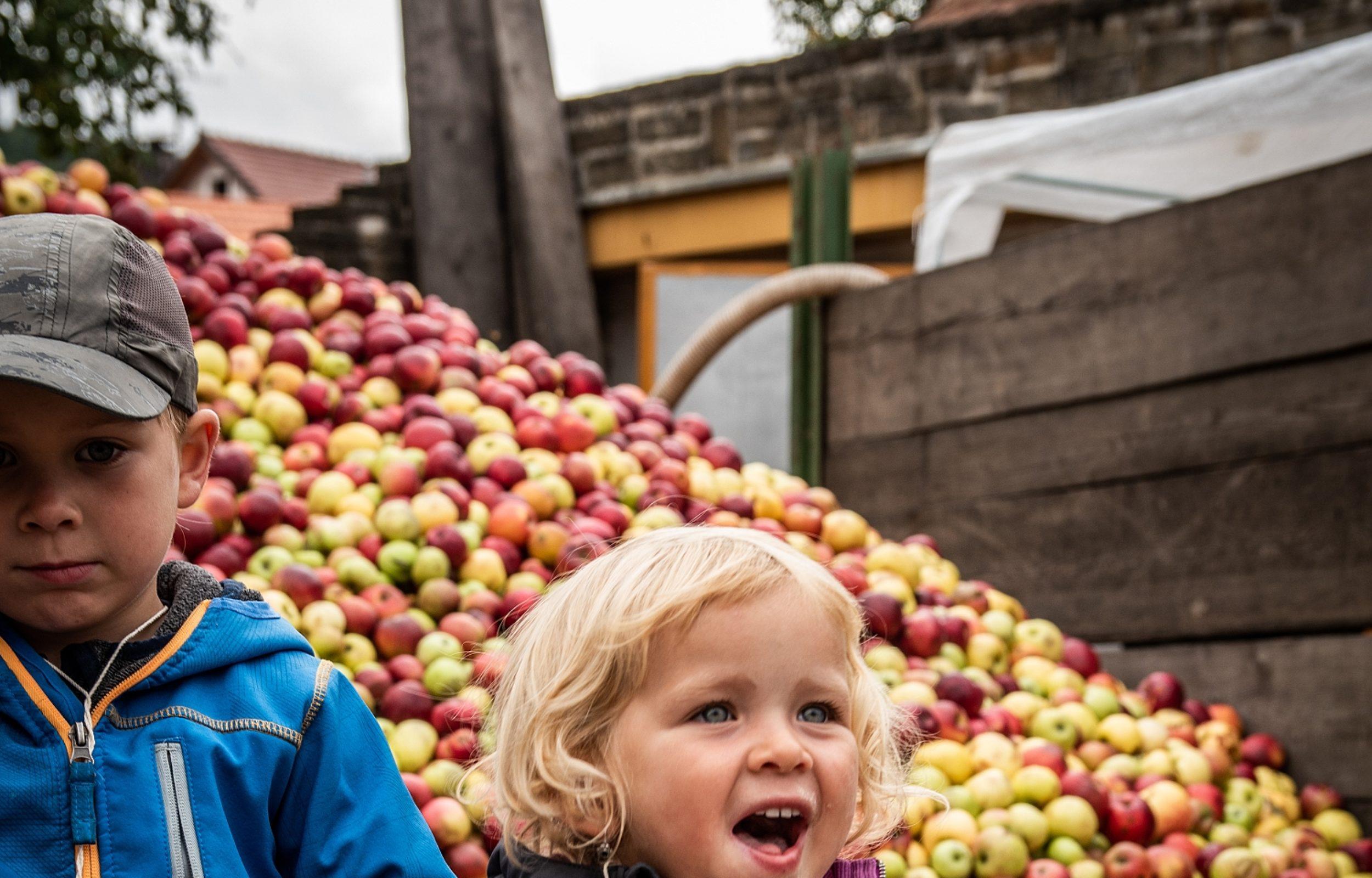 Jablečný mošt a moučníky provoní Hostětín