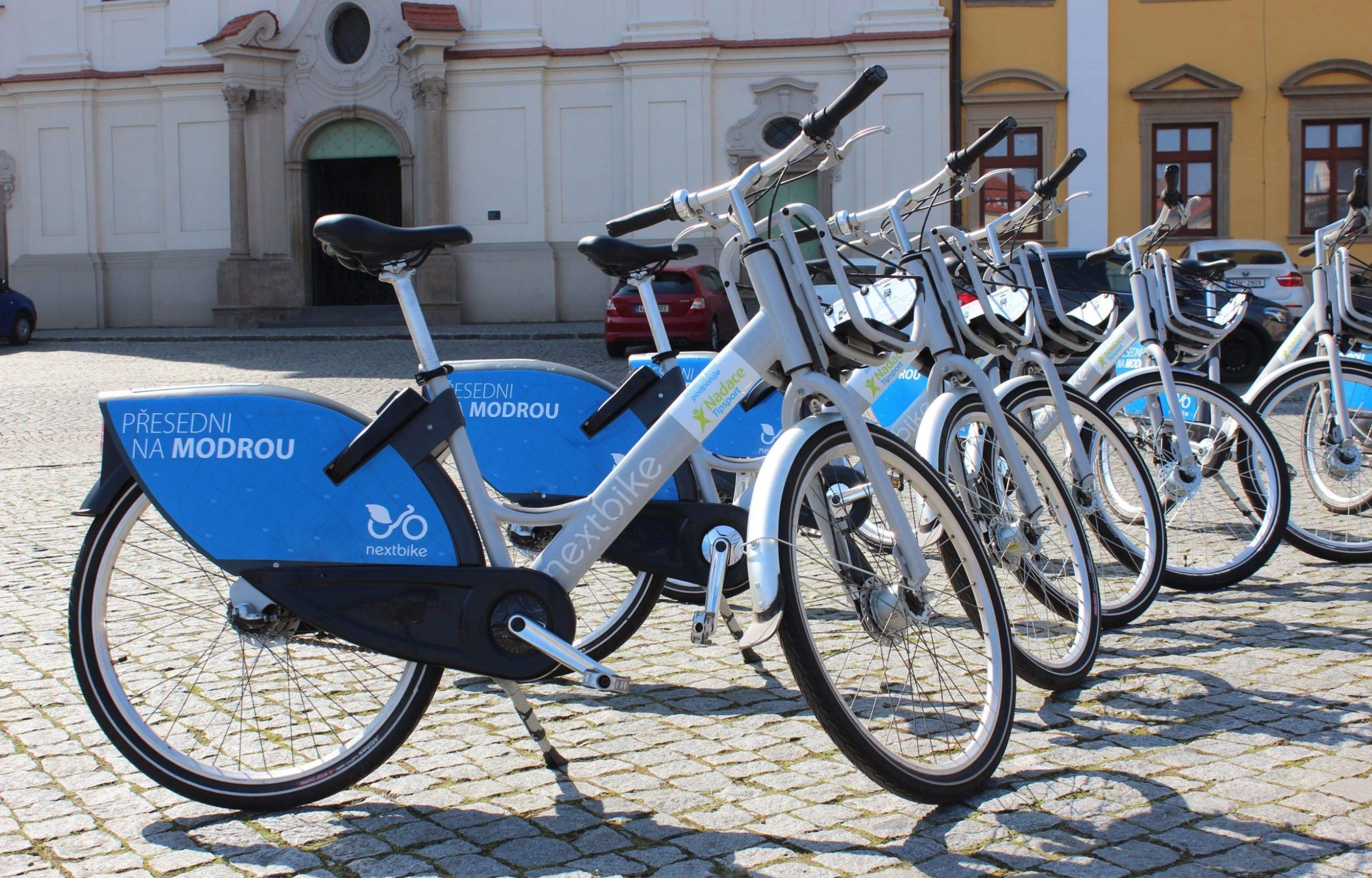 Sdílená kola v Uherské Hradišti usnadňují pohyb městem